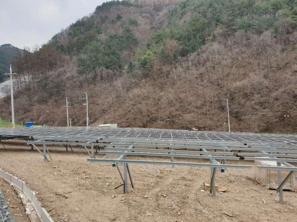 태양광발전소-모듈조립1.jpg
